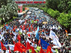 demo buruh tolak bbm naik